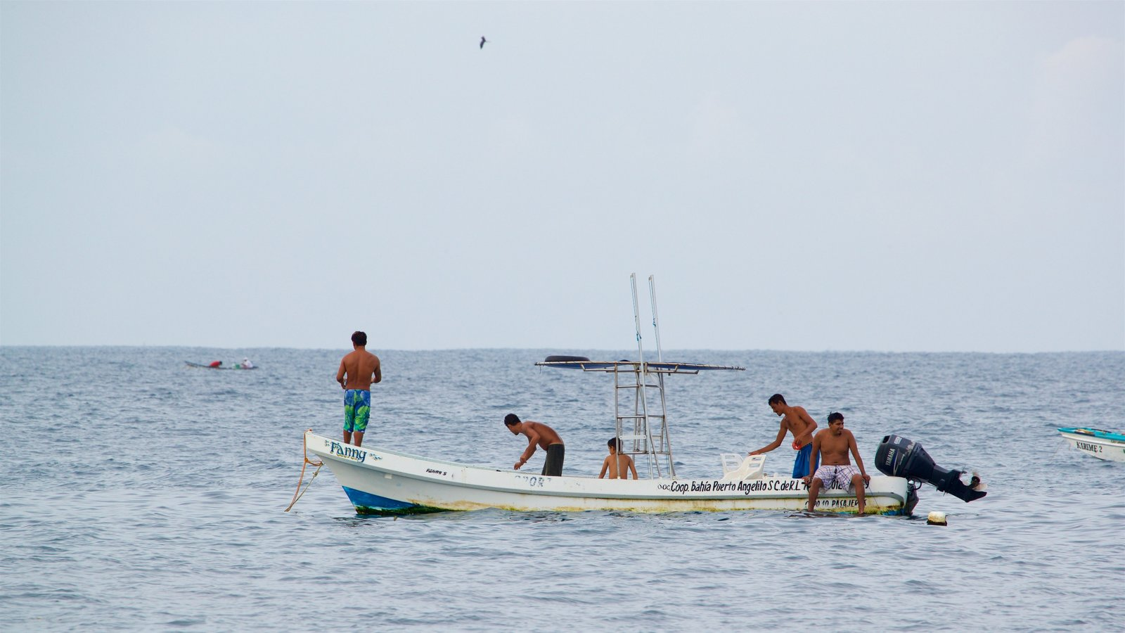 Playa Puerto Angelito que incluye paseos en lancha y también un pequeño grupo de personas