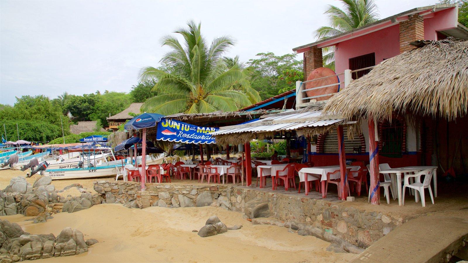 Playa Puerto Angelito mostrando escenas tropicales, vistas generales de la costa y una playa de arena