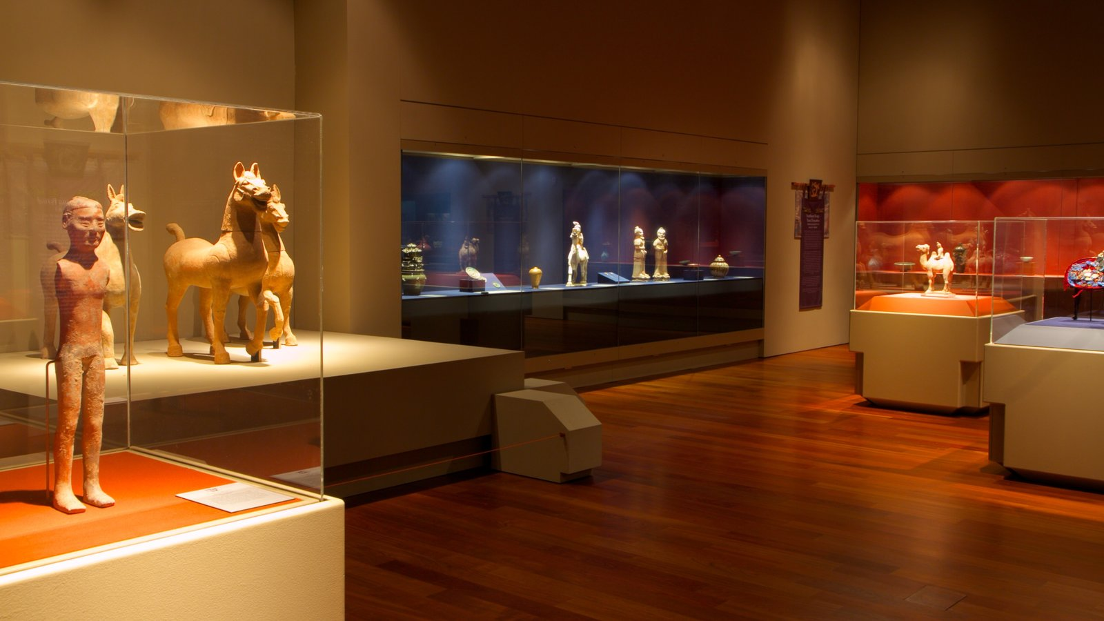 Museo Bowers mostrando vistas interiores