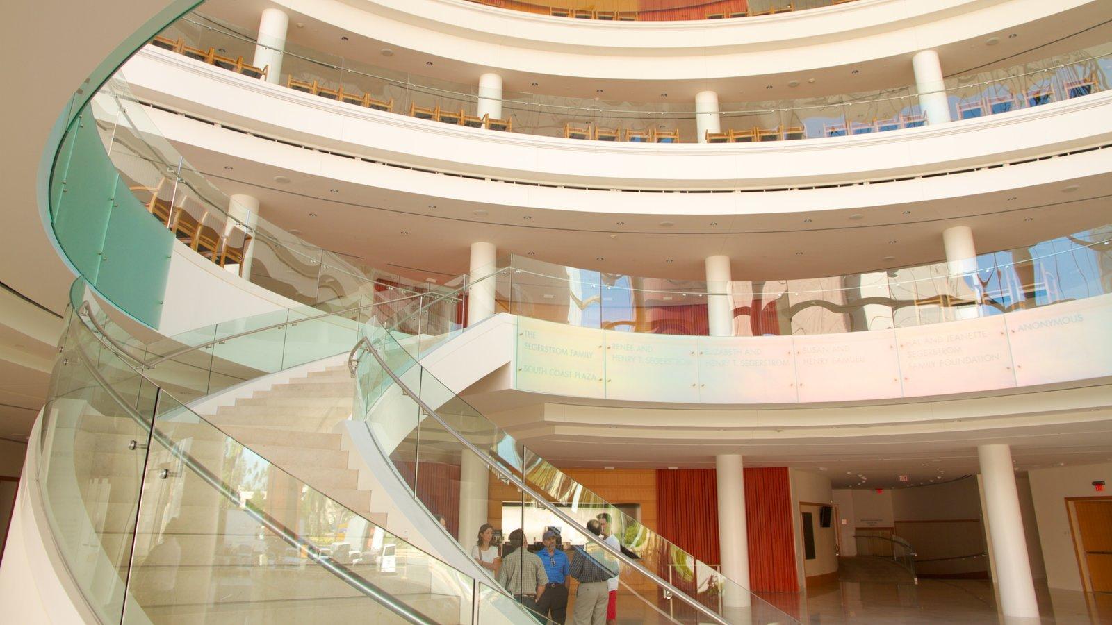 Segerstrom Center for the Arts mostrando vistas interiores