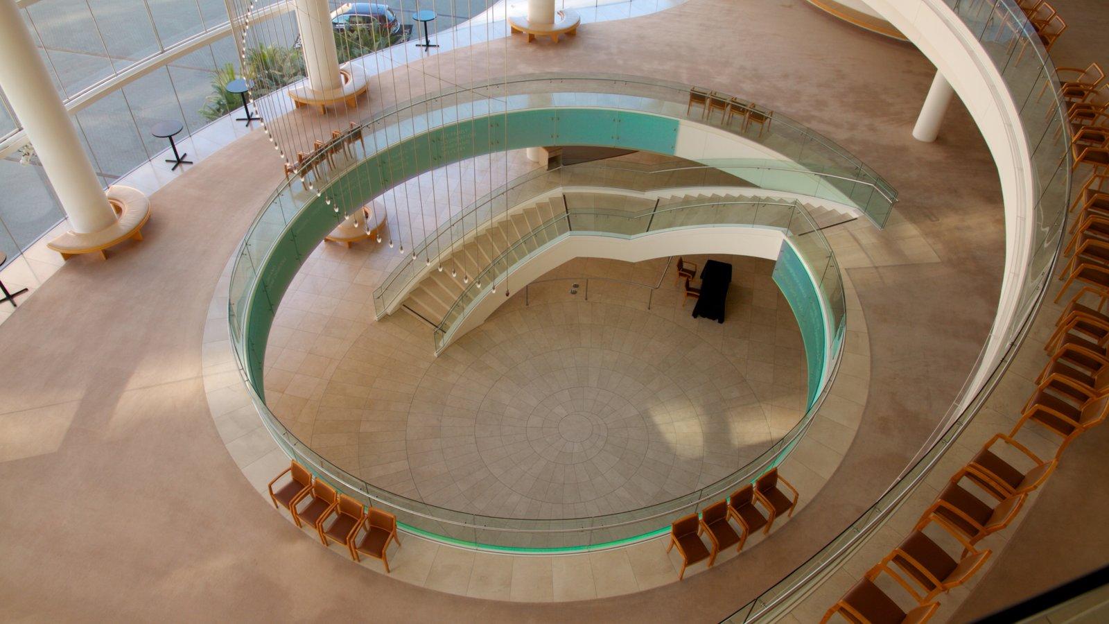 Segerstrom Center for the Arts que inclui arte e vistas internas