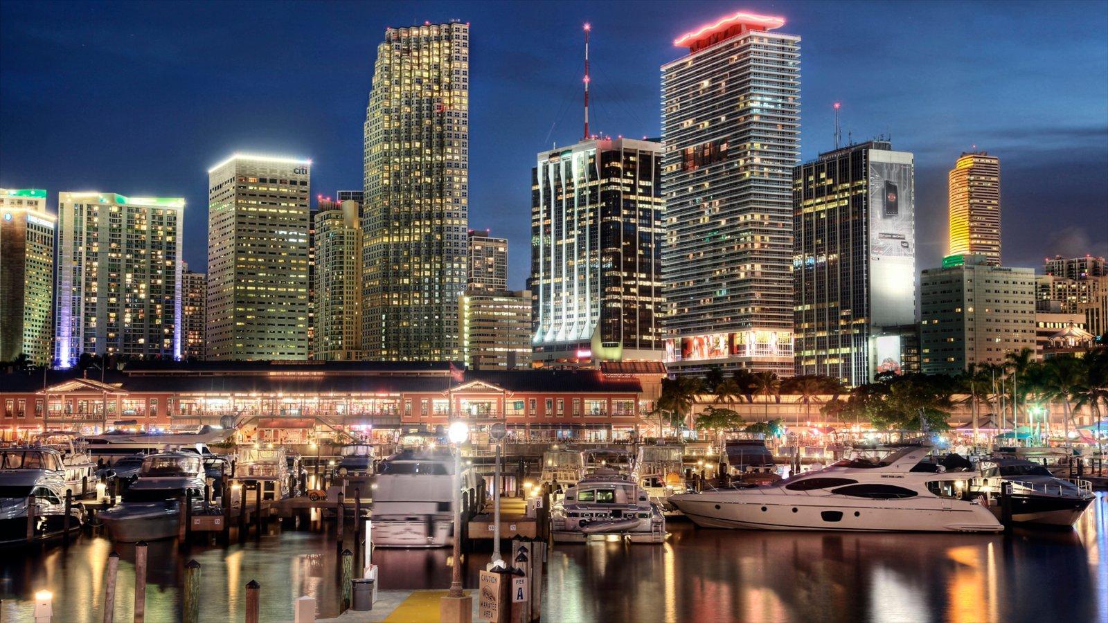 Miami que inclui paisagens da cidade, cenas noturnas e uma cidade