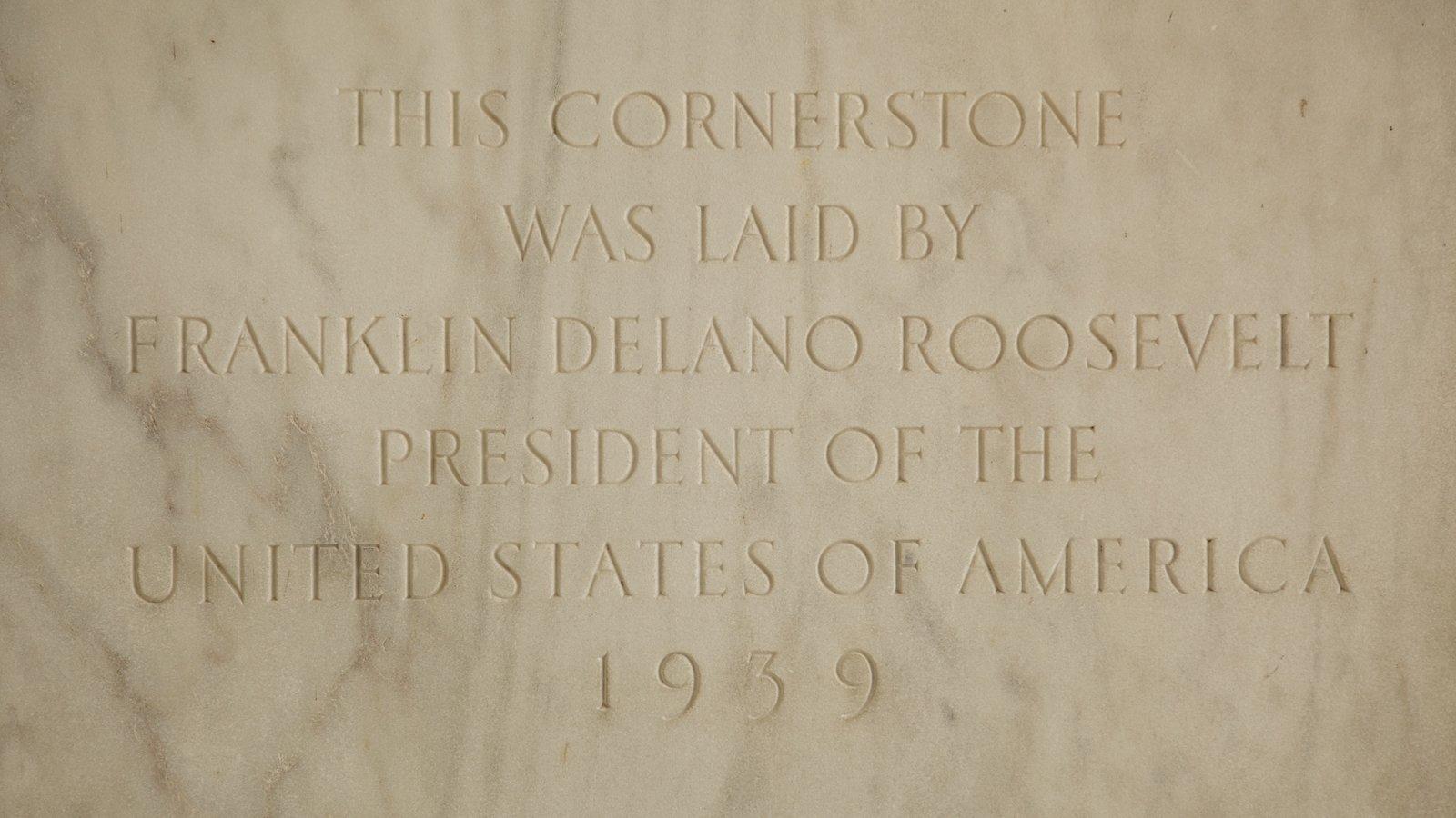 Jefferson Memorial showing a memorial