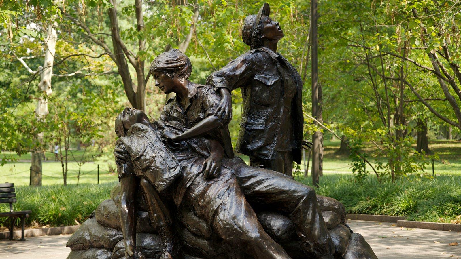 Vietnam Veterans Memorial featuring a statue or sculpture, a memorial and a park