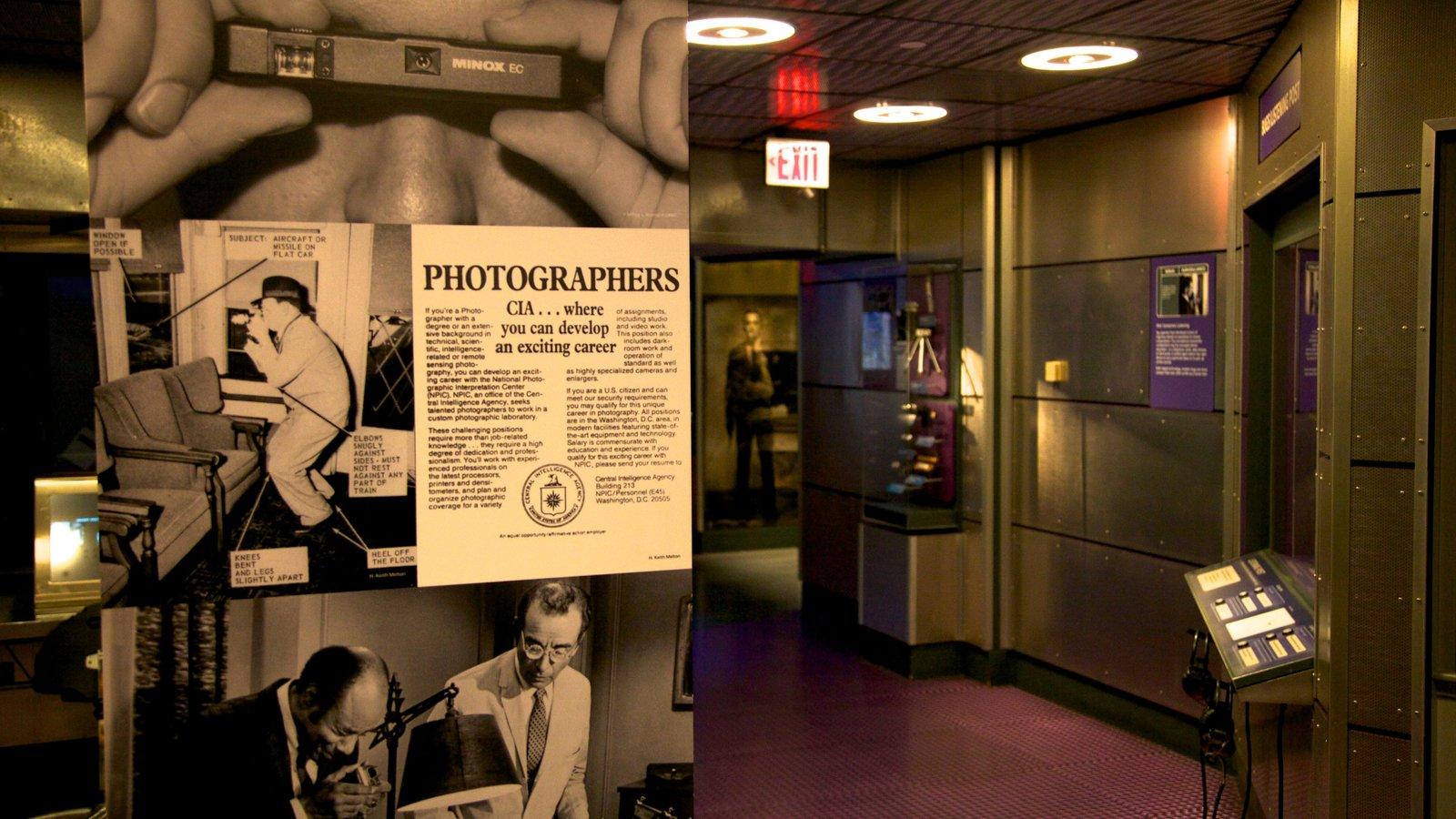 International Spy Museum mostrando sinalização e vistas internas