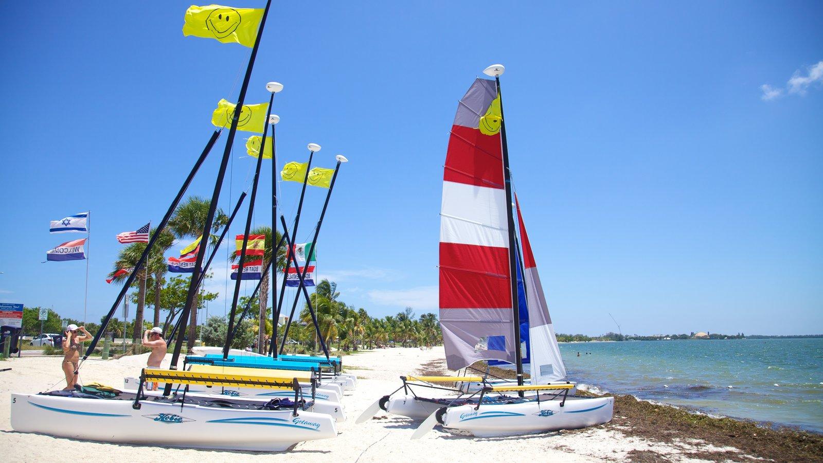 Key Biscayne caracterizando uma praia e paisagem
