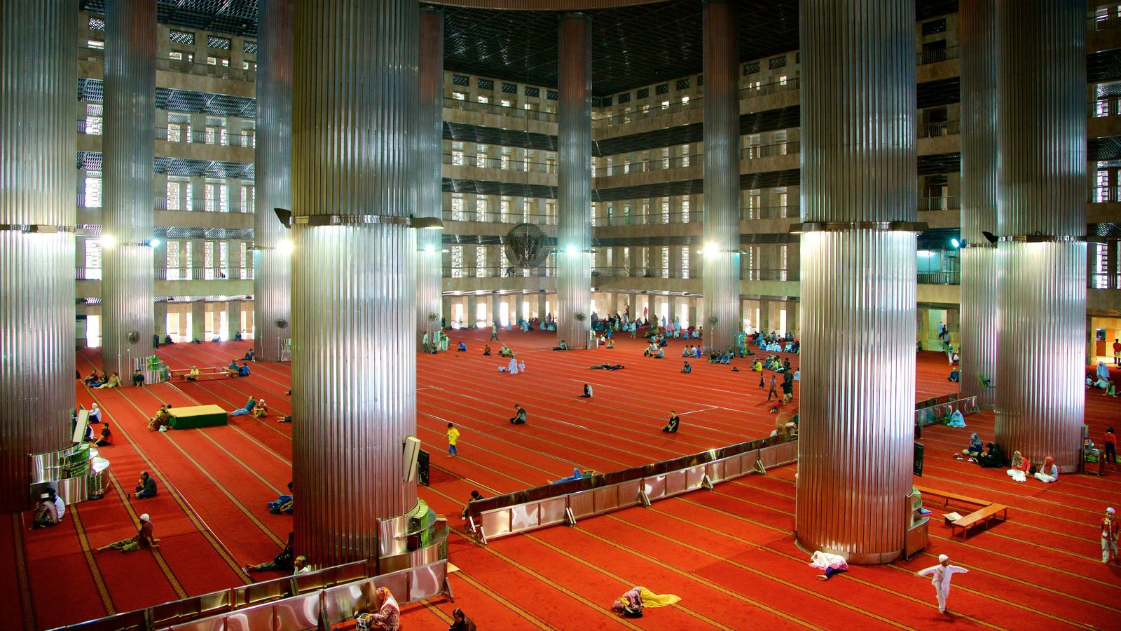 Istiqlal Mosque showing interior views, heritage architecture and modern architecture