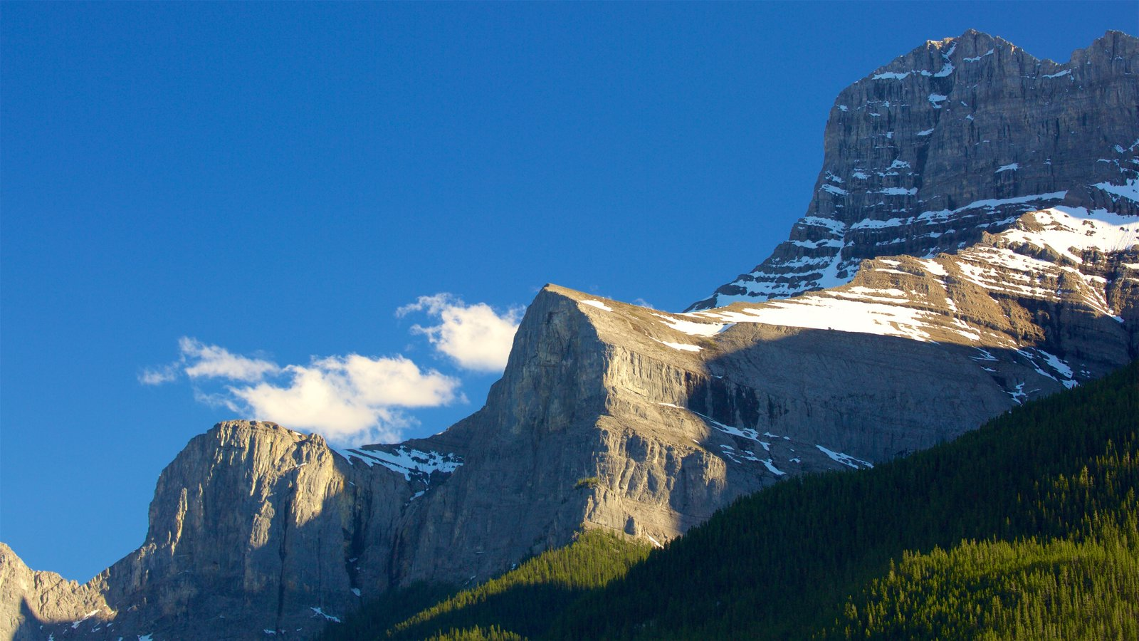 Banff que incluye montañas, escenas tranquilas y nieve