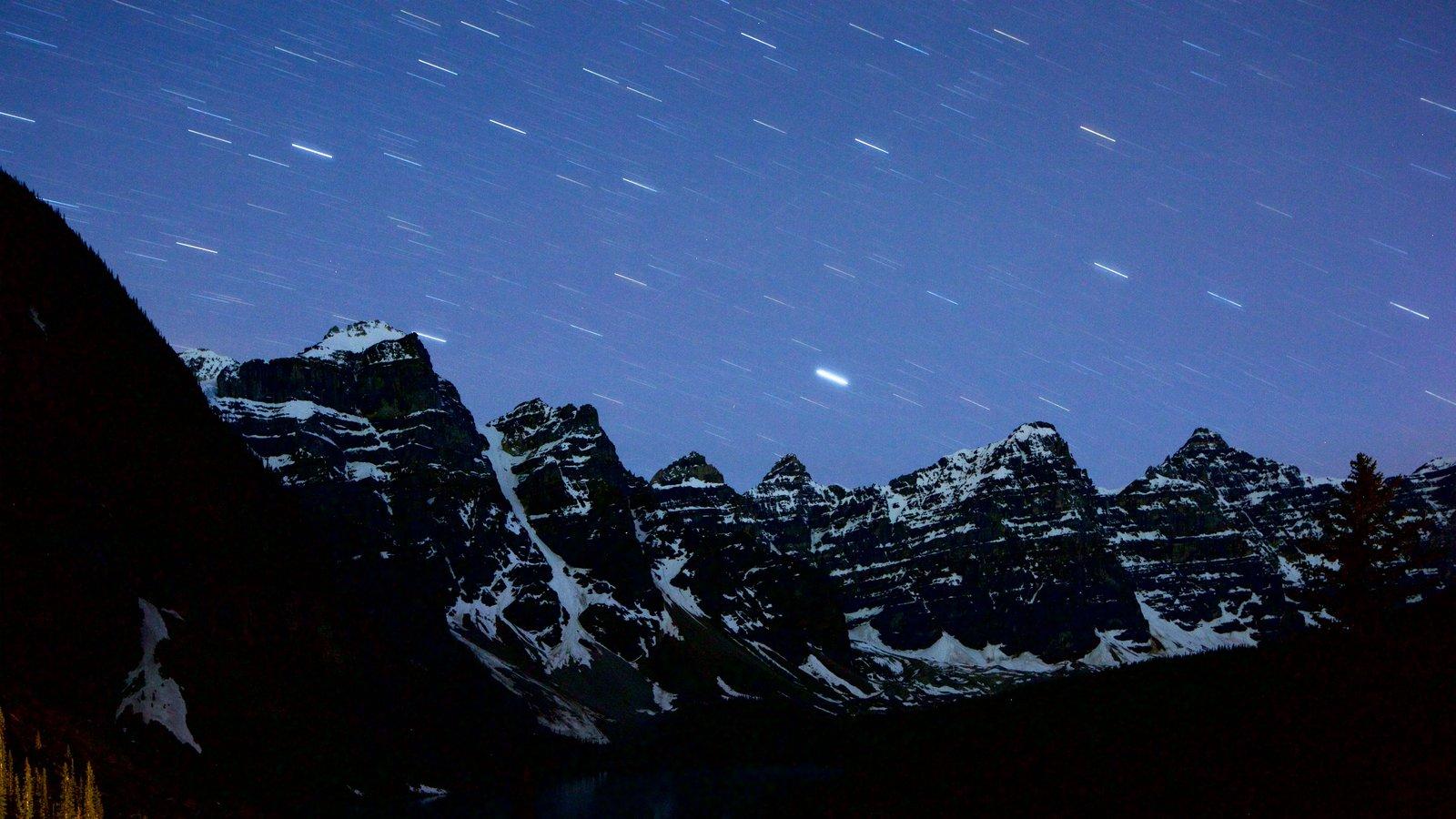 Lago Moraine caracterizando cenas tranquilas e cenas noturnas