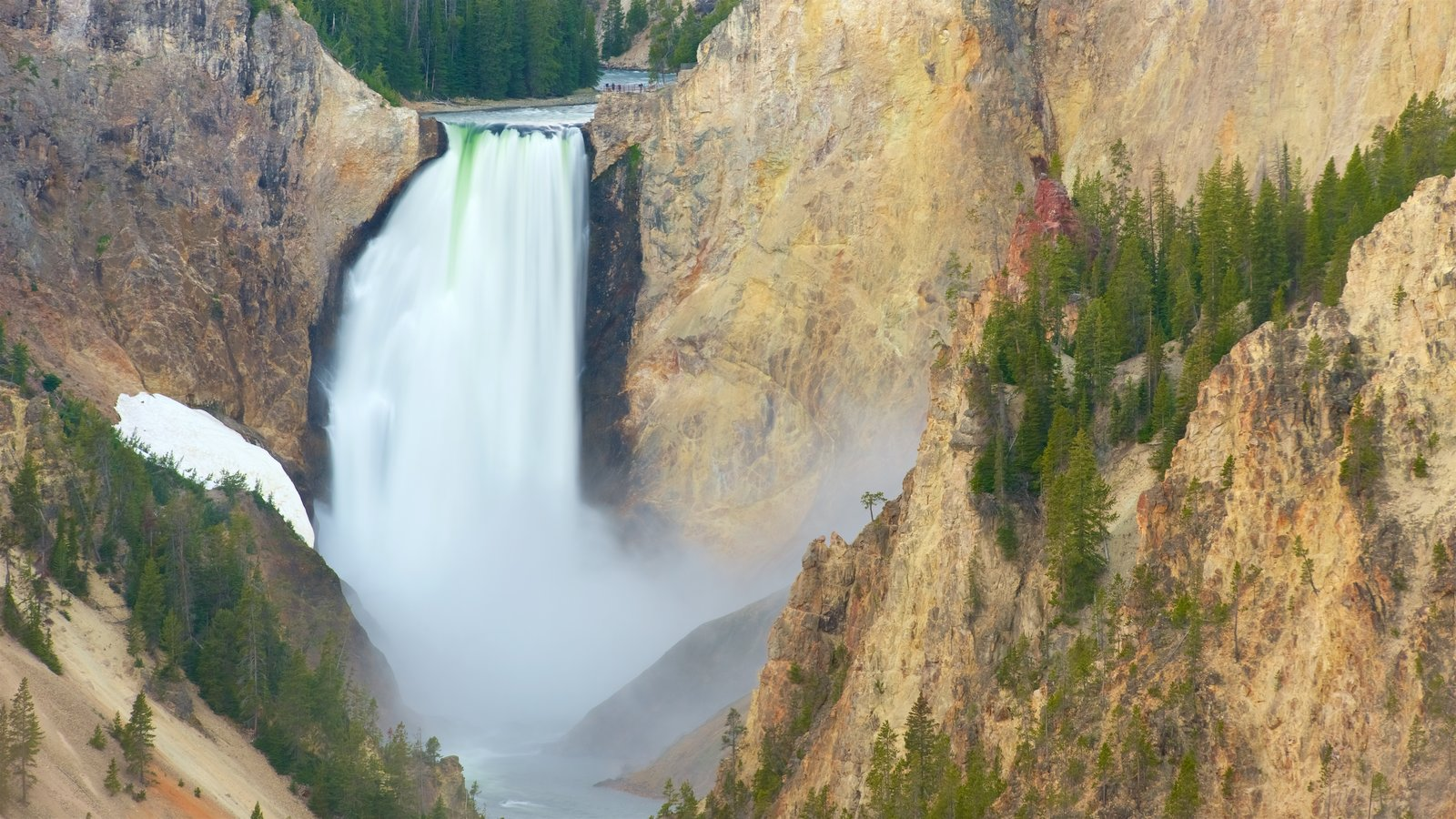 Grand Canyon of Yellowstone que inclui uma cachoeira