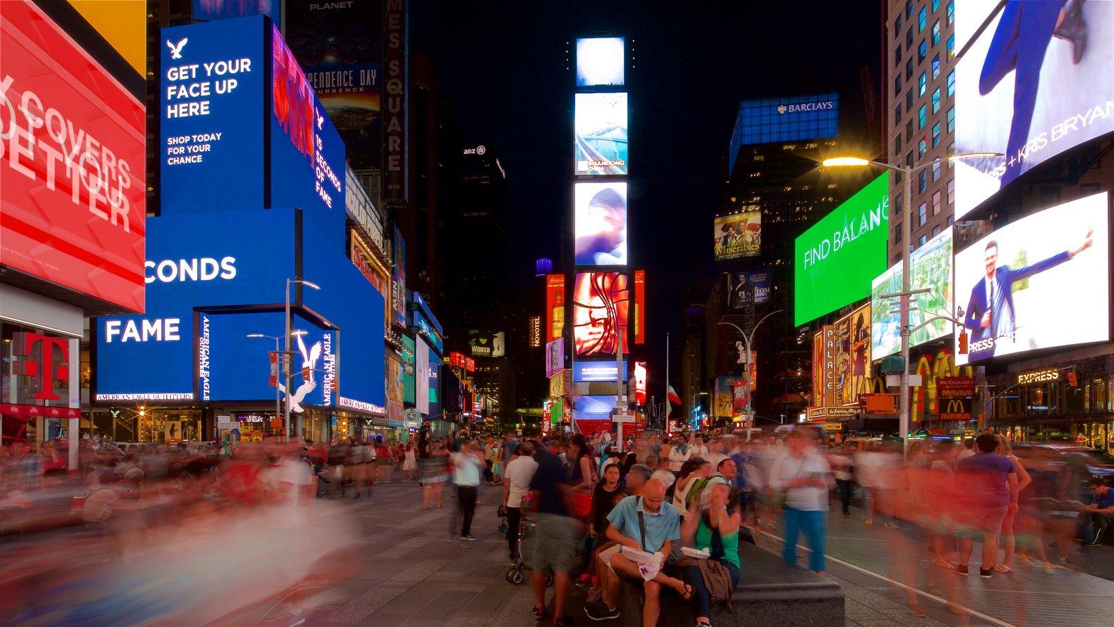 Times Square caracterizando distrito comercial central, sinalização e uma cidade