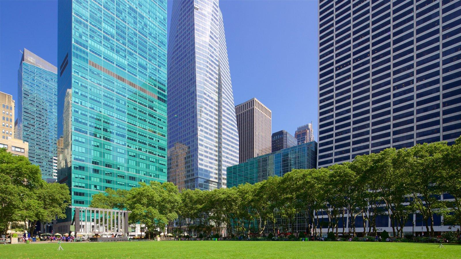 Bryant Park caracterizando uma cidade, um edifício e um jardim