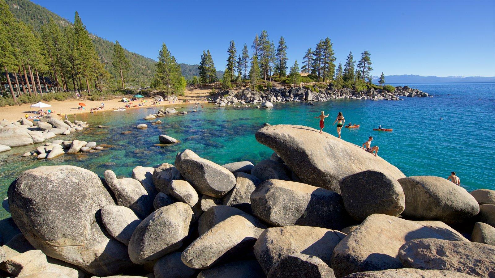 Incline Village que inclui uma praia de areia, litoral acidentado e paisagens litorâneas
