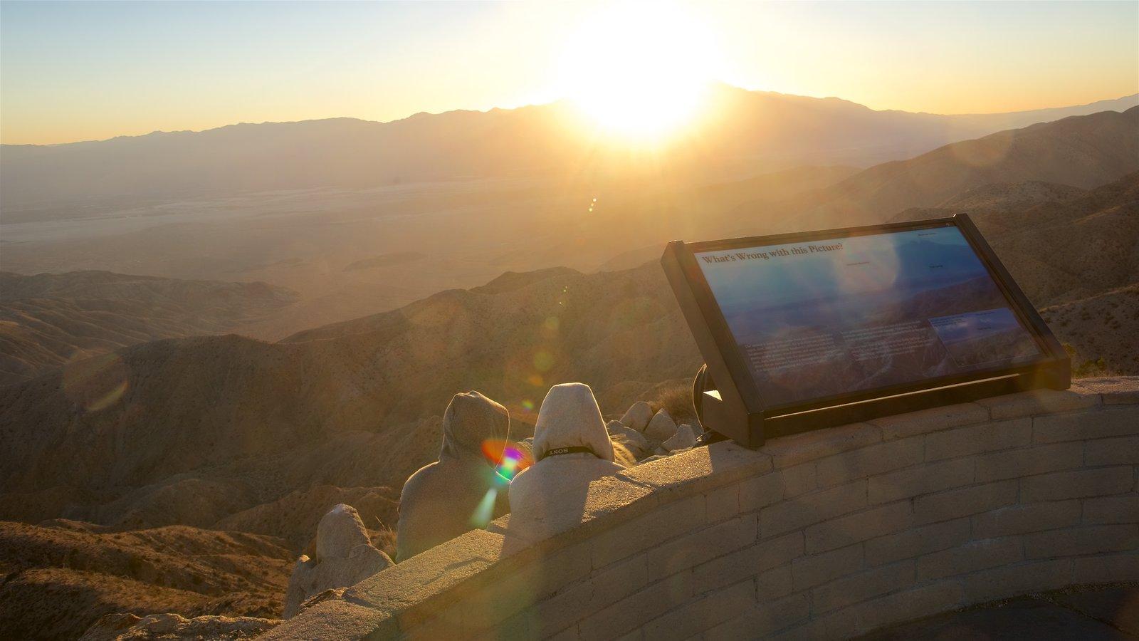 Parque Nacional de Joshua Tree mostrando paisagem, paisagens do deserto e um pôr do sol
