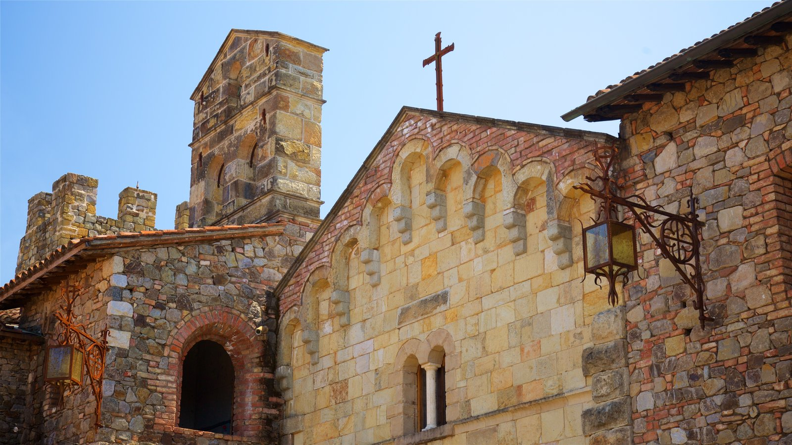 Calistoga ofreciendo elementos del patrimonio y una iglesia o catedral