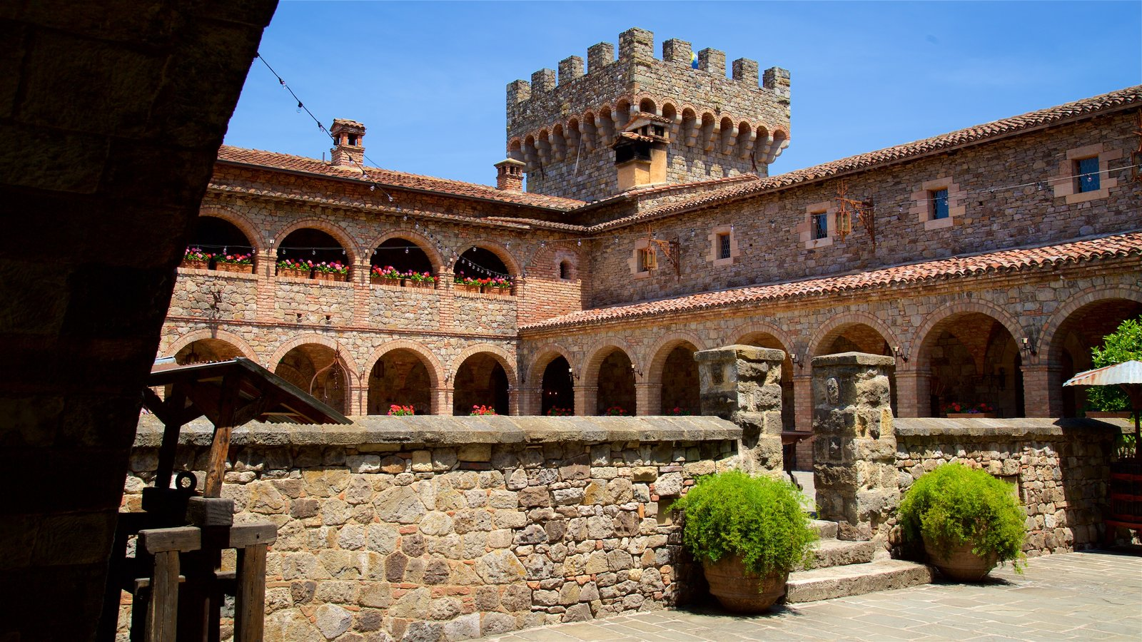 Castello di Amorosa which includes chateau or palace and heritage elements