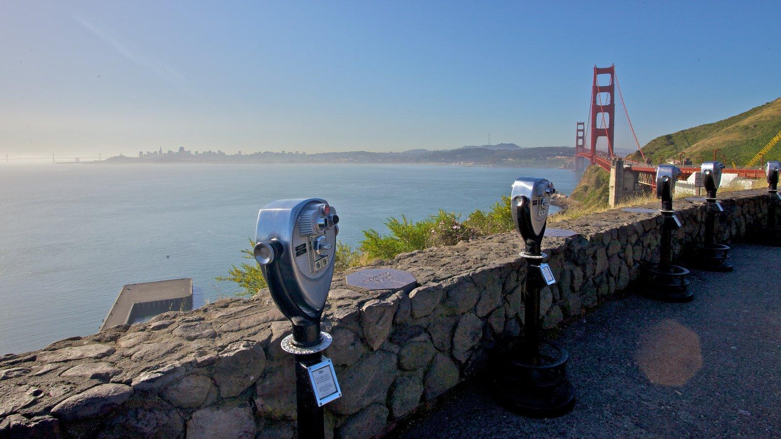 Golden Gate Bridge mostrando uma ponte suspensa ou passarela entre as árvores, paisagens e paisagem