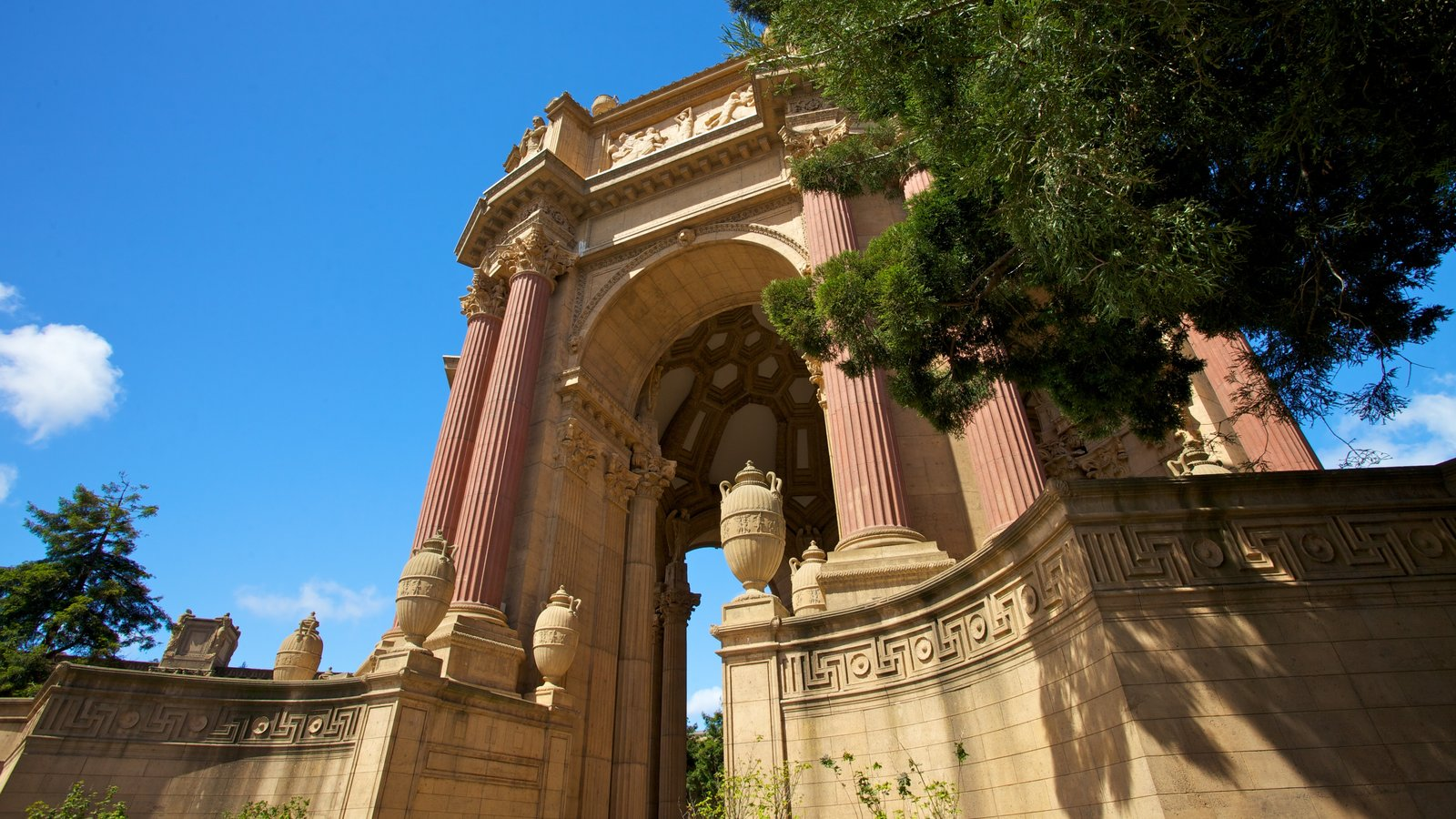 Palace of Fine Arts showing art and a city