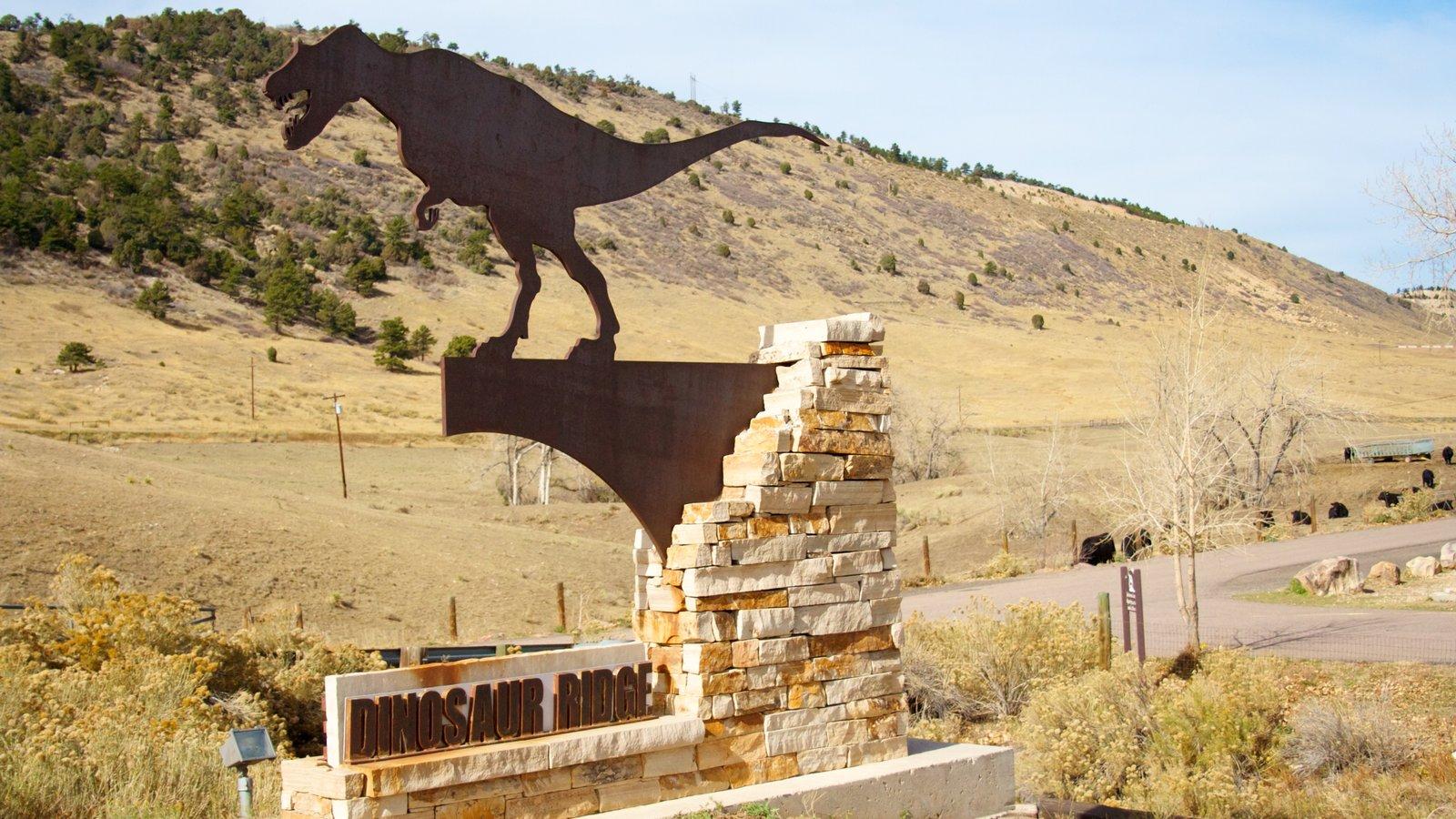 Dinosaur Ridge caracterizando sinalização, paisagem e passeios