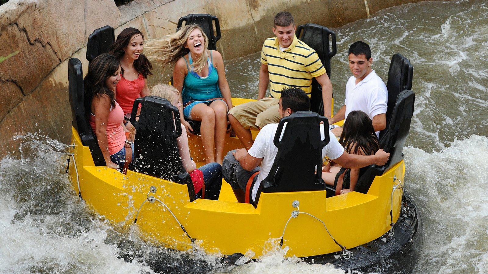 Elitch Gardens Theme Park mostrando passeios e um parque aquático