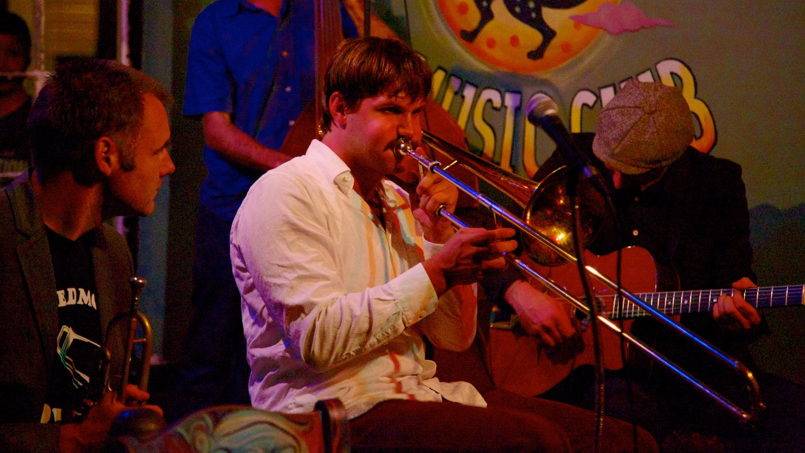 Frenchmen Street Jazz Clubs showing music, performance art and interior views