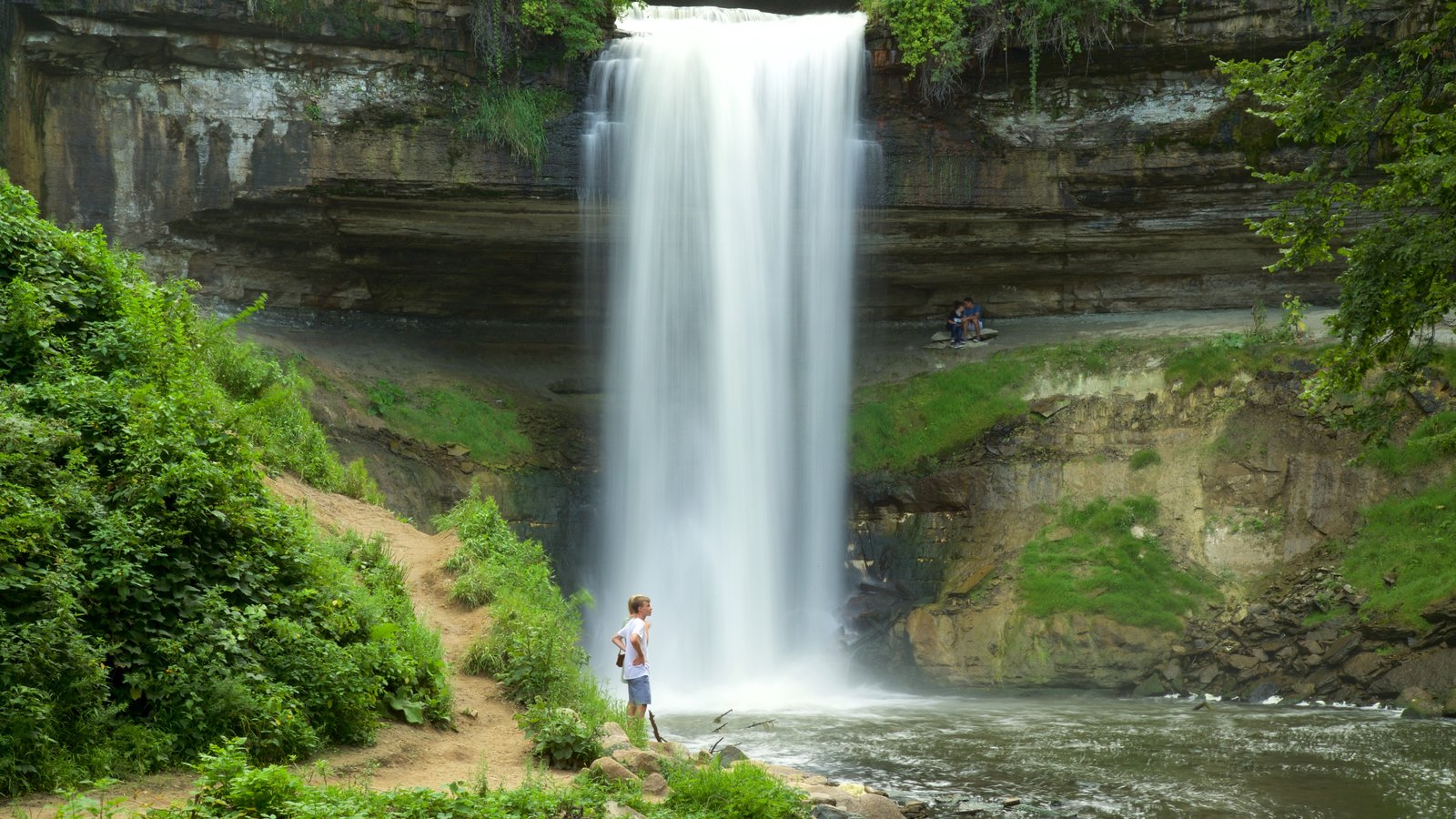 Minnehaha Park waterfall pictures: view images of minnehaha park