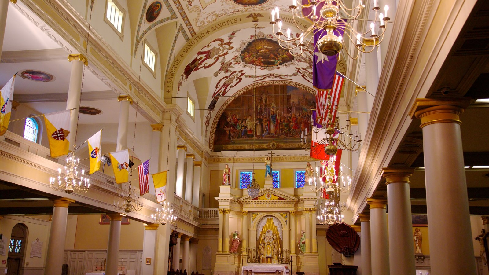 Saint Louis Cathedral que inclui vistas internas, uma igreja ou catedral e aspectos religiosos