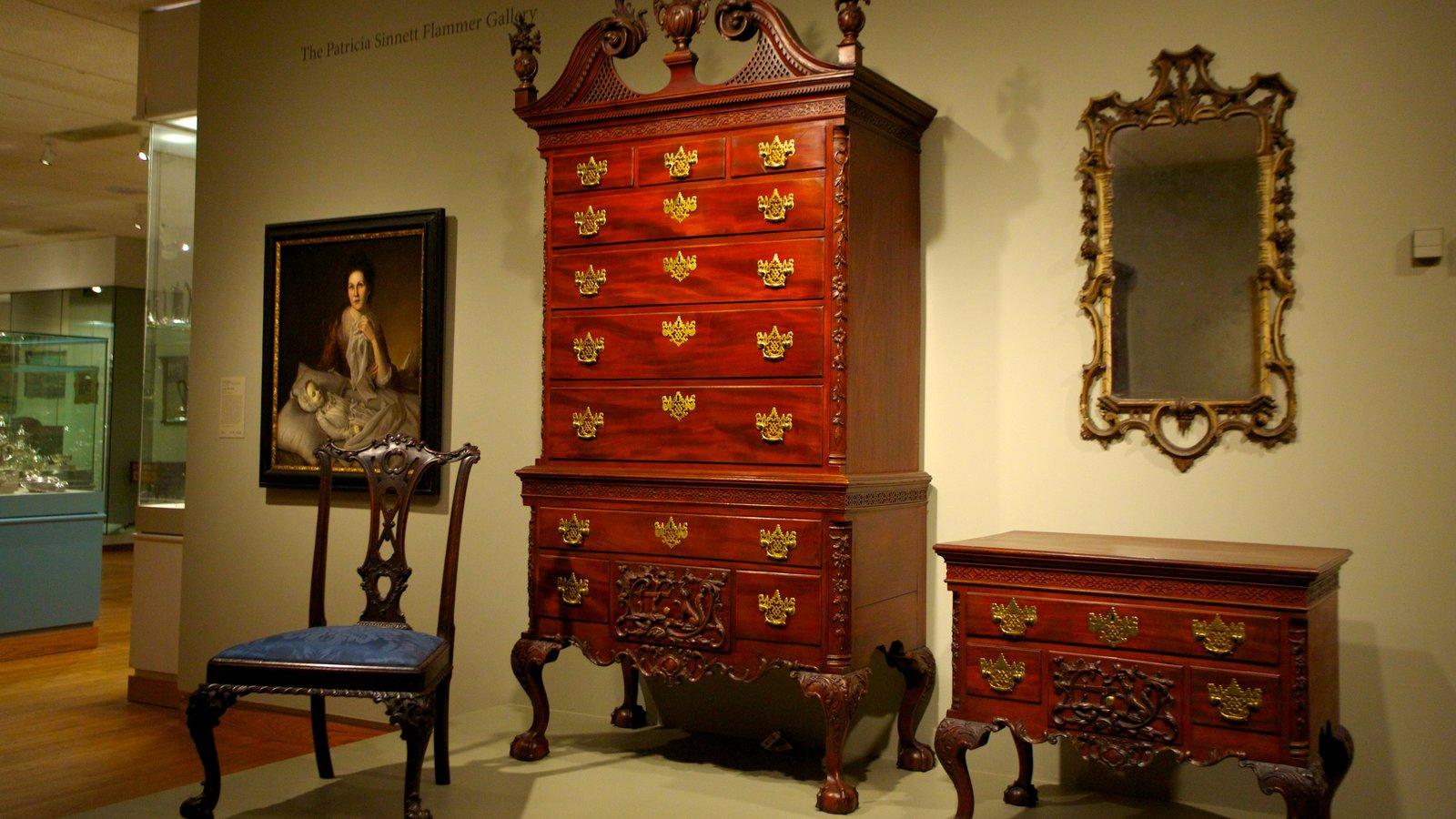 Museu de Arte caracterizando vistas internas e arte