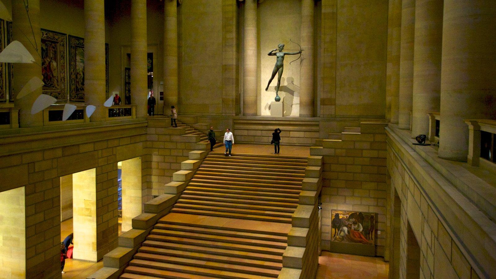 Museu de Arte caracterizando um memorial, arte e vistas internas