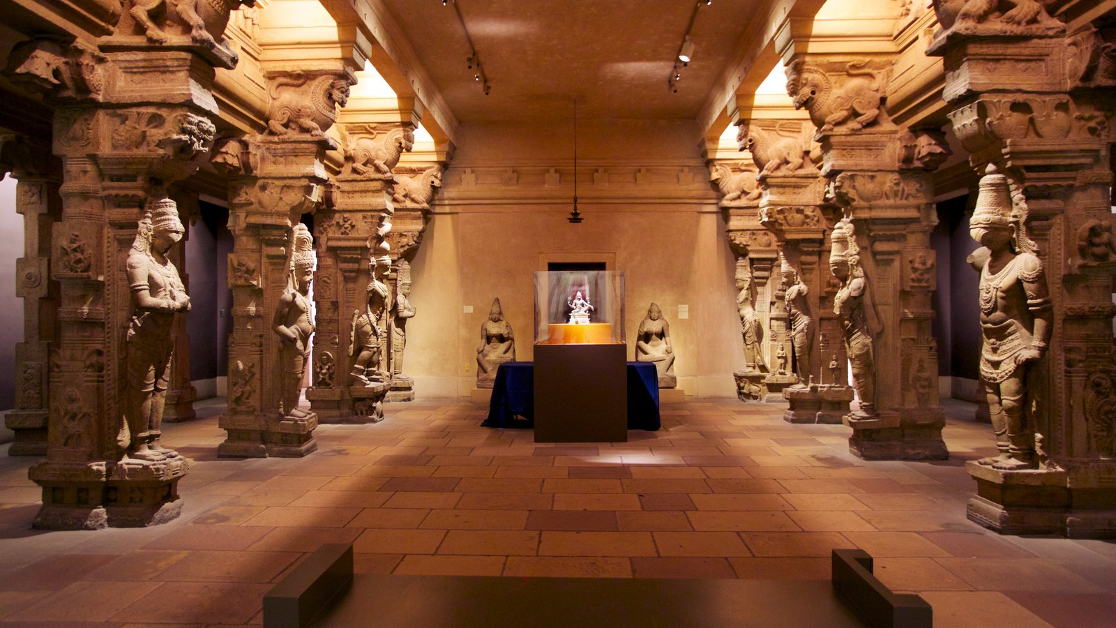 Museu de Arte que inclui vistas internas e arte