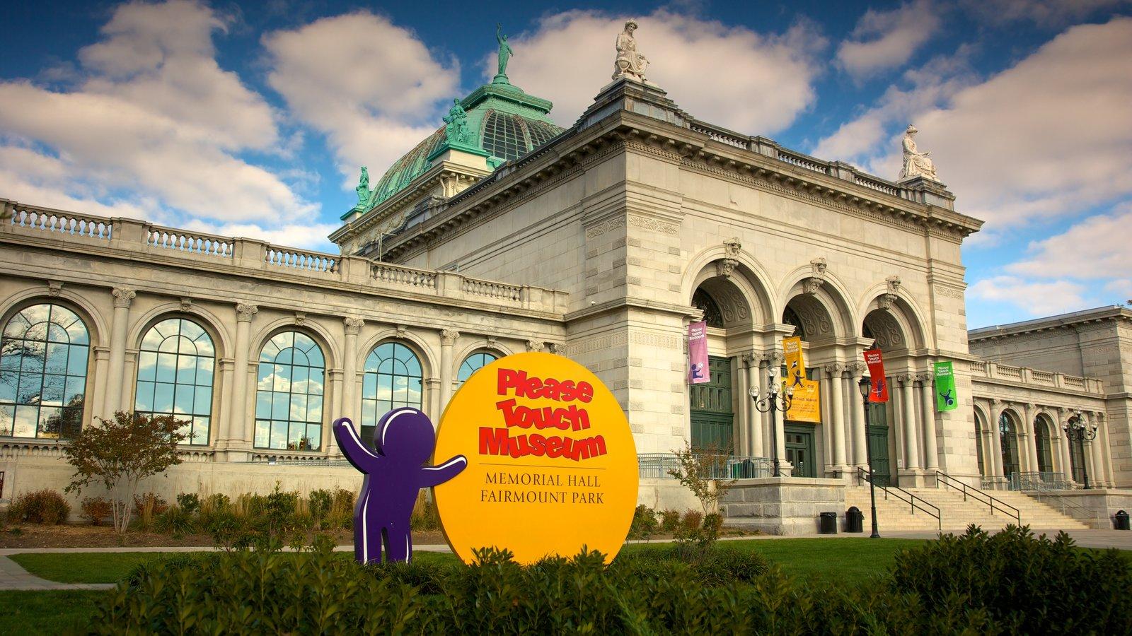 Please Touch Museum ofreciendo una ciudad y señalización