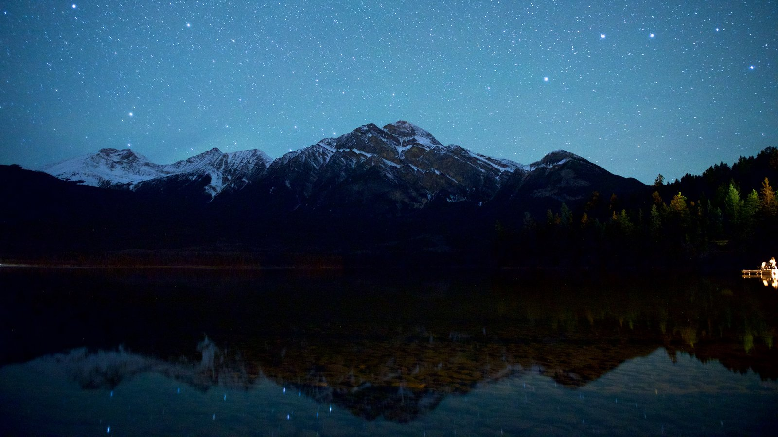 Jasper National Park showing northern lights, mountains and a lake or waterhole