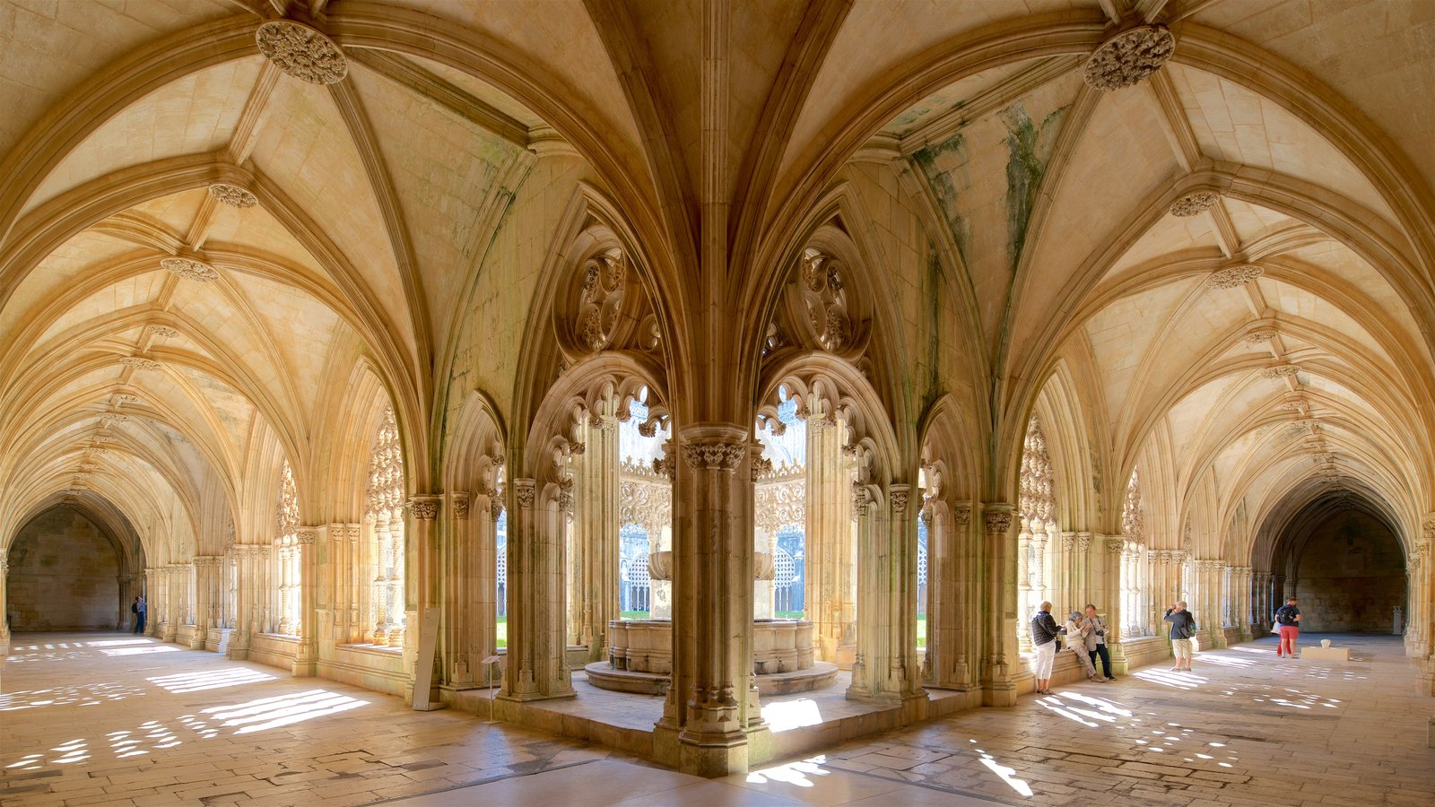 Batalha Monastery which includes interior views and heritage elements