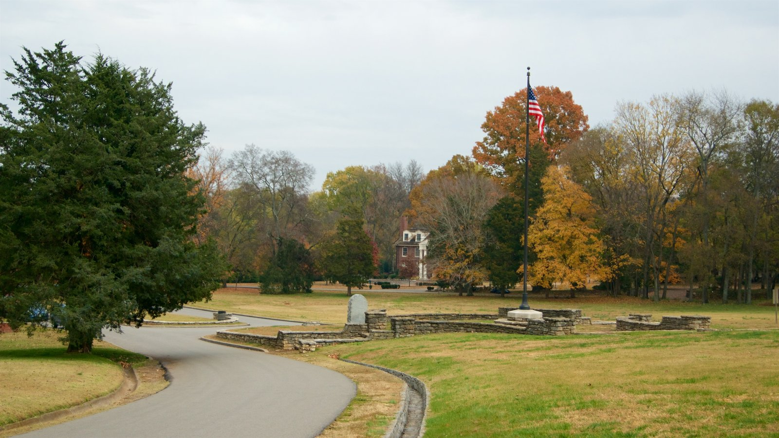 Edwin and Percy Warner Parks which includes a garden and autumn leaves