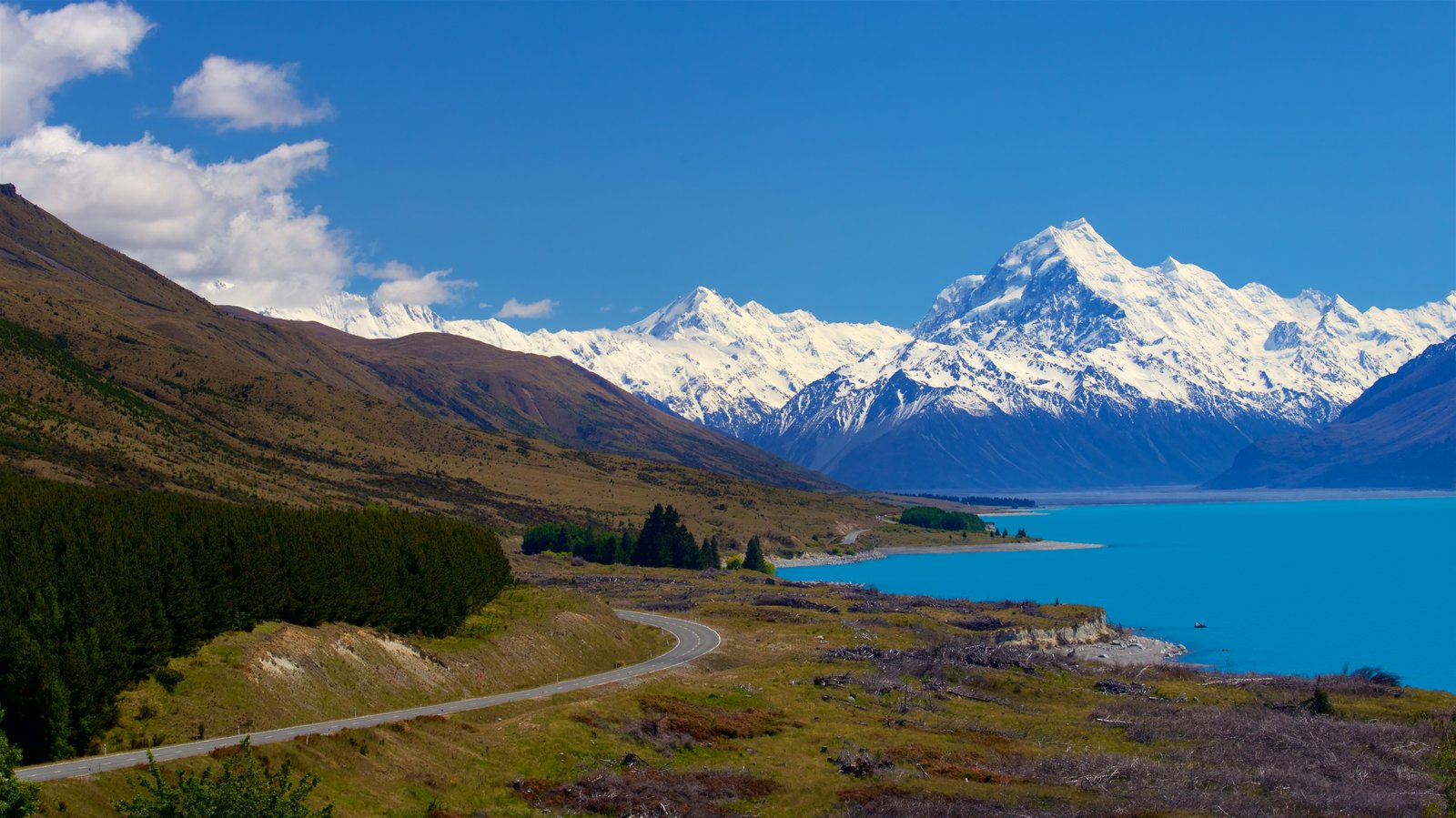 Mount Cook National Park which includes mountains, a lake or waterhole and snow