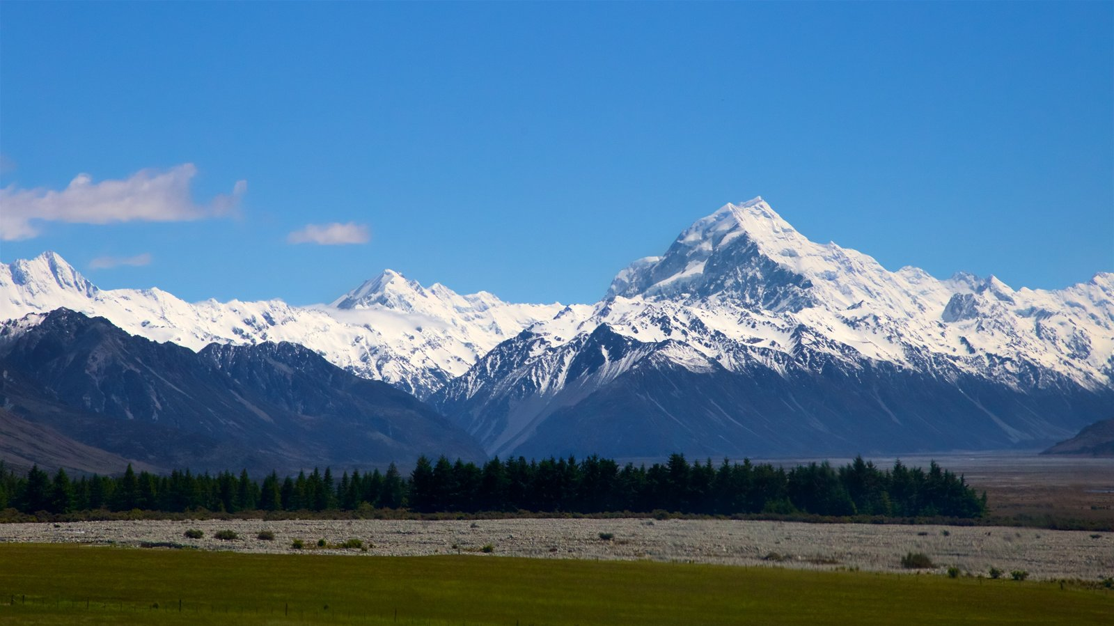 Mount Cook National Park which includes mountains, tranquil scenes and snow