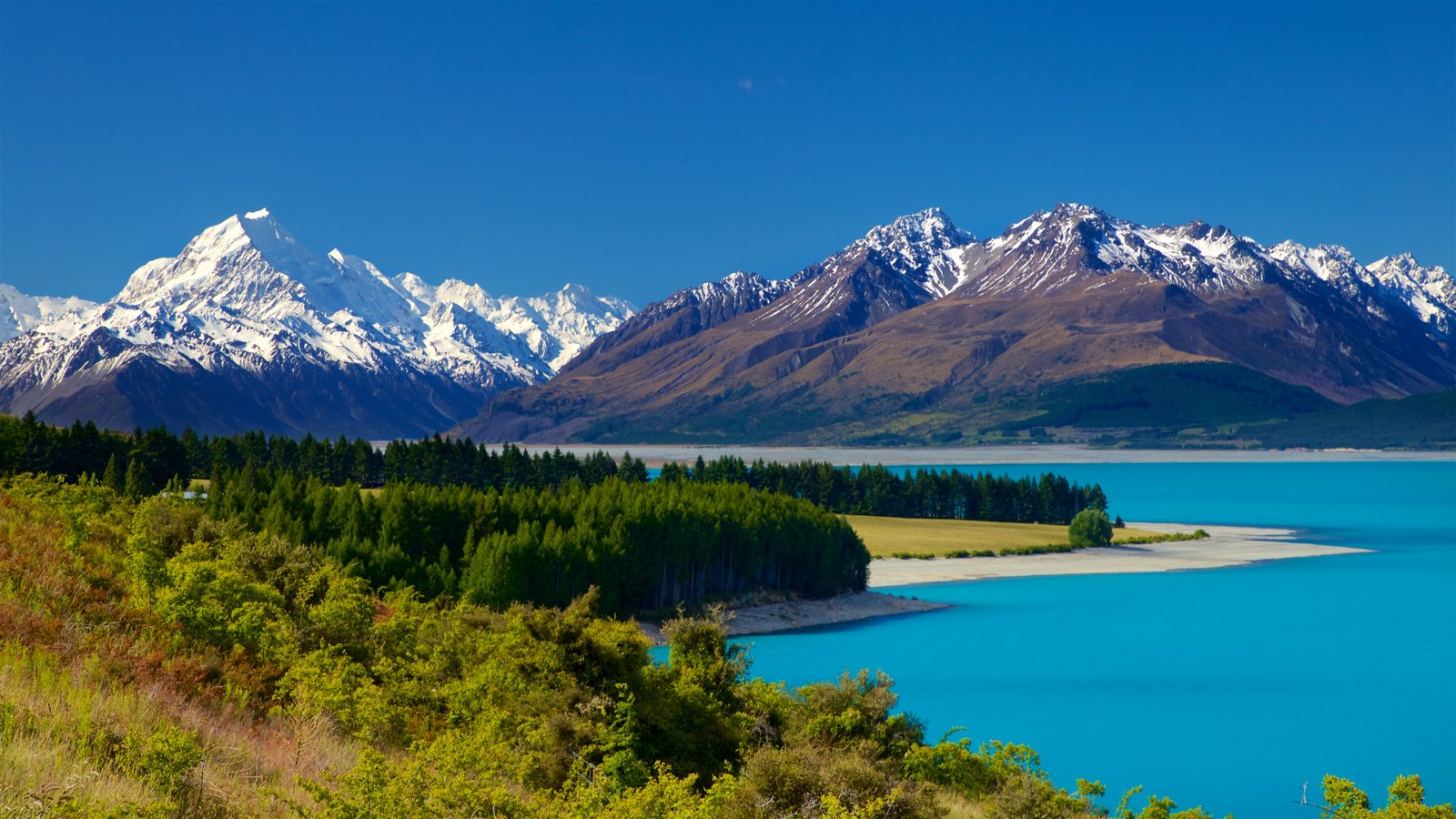 Mount Cook National Park showing a lake or waterhole, snow and tranquil scenes