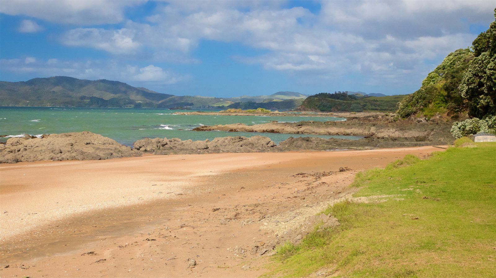 Cable Bay showing rugged coastline, general coastal views and a beach