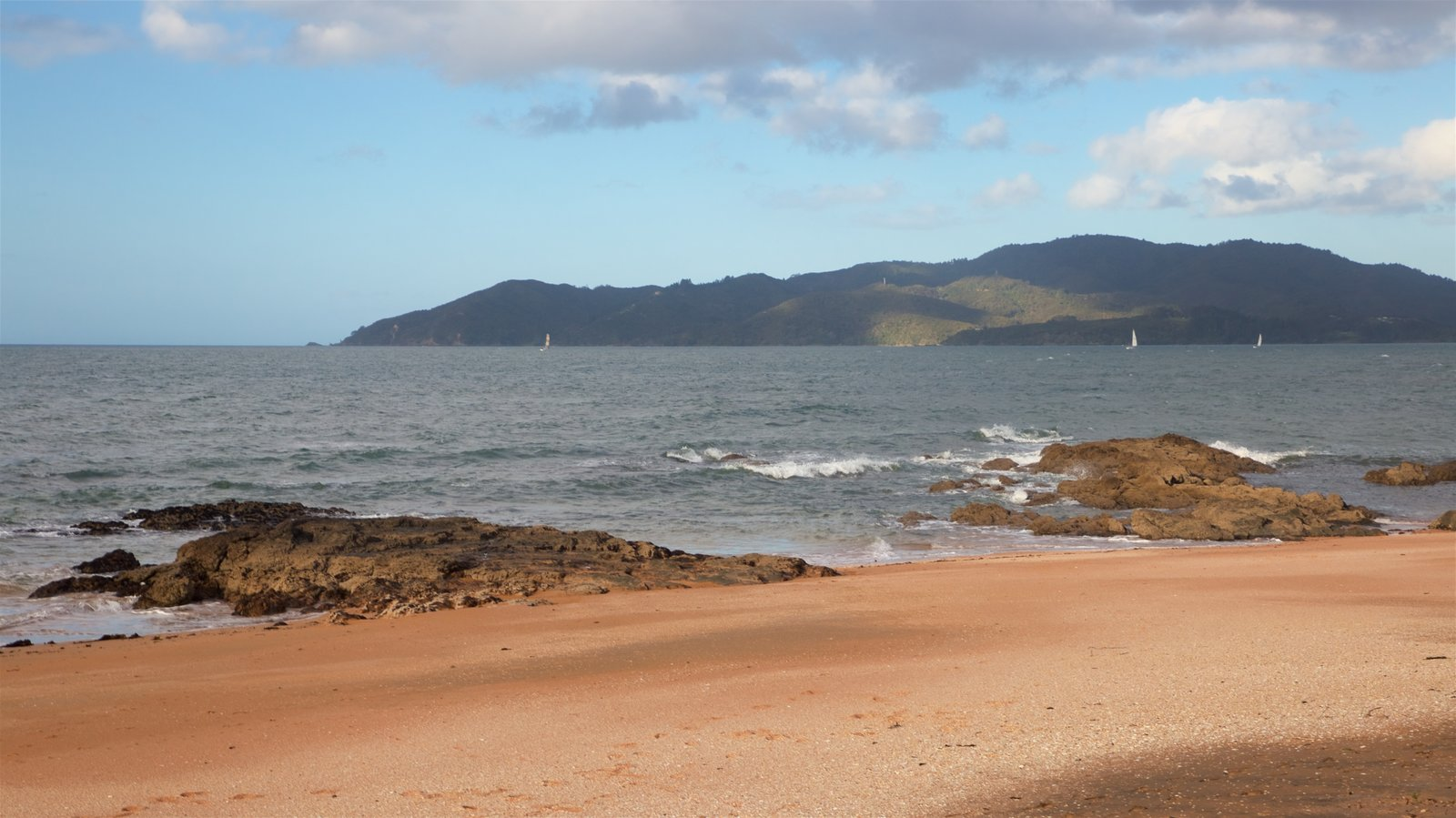 Cable Bay which includes rugged coastline, general coastal views and a beach