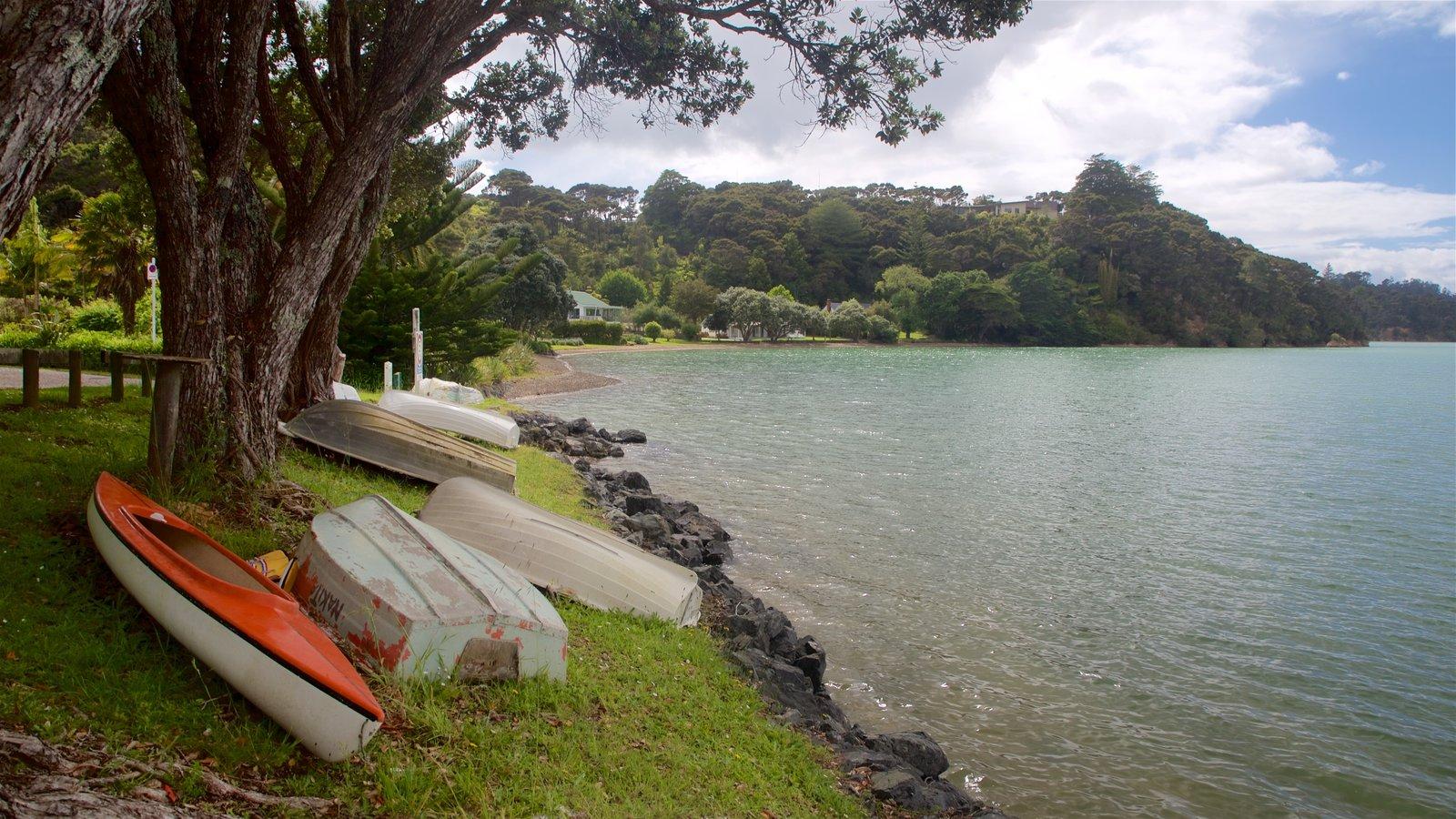 Okiato que incluye una bahía o puerto