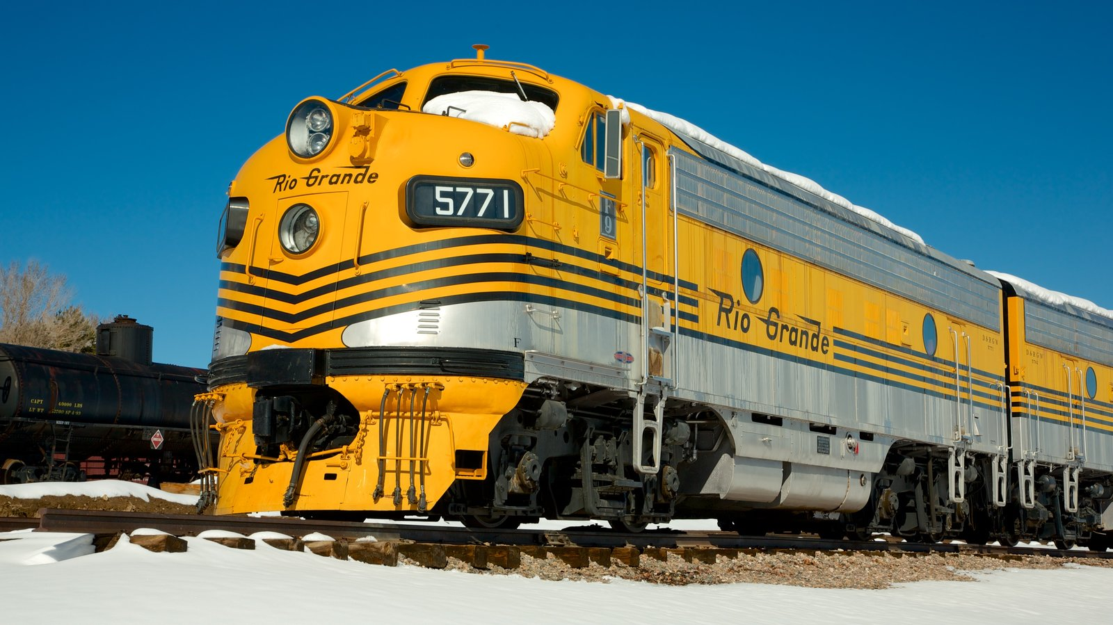 Golden que inclui itens de ferrovia
