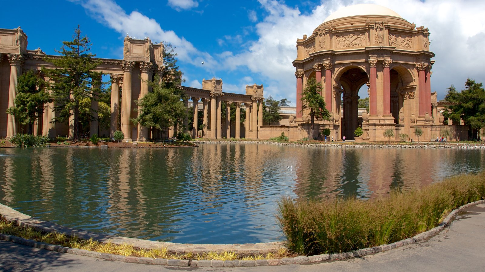 Palace of Fine Arts showing a pond and heritage architecture