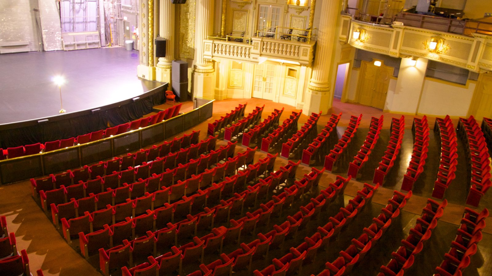 Majestic Theater Featuring Scenes And Interior Views