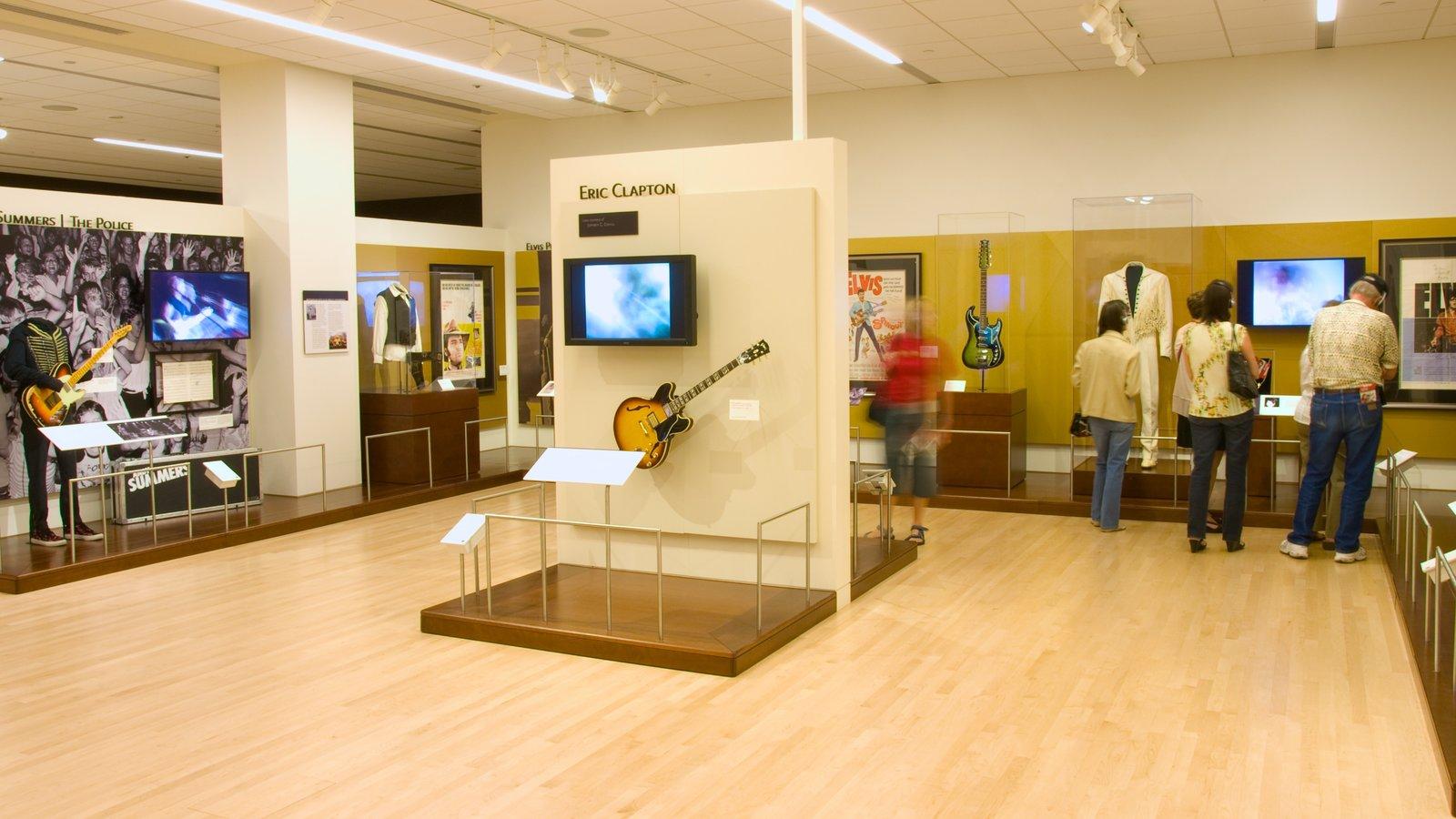 Museu dos Instrumentos Musicais caracterizando vistas internas e música