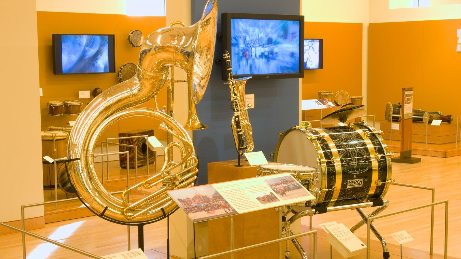 Museu dos Instrumentos Musicais mostrando vistas internas e música