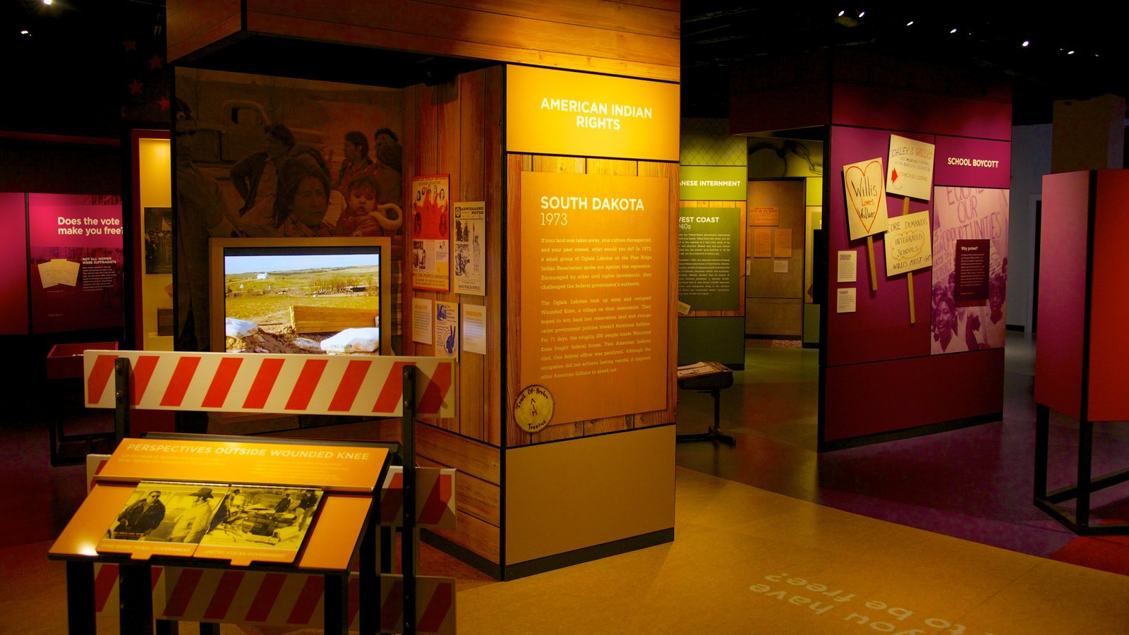 Chicago History Museum showing interior views