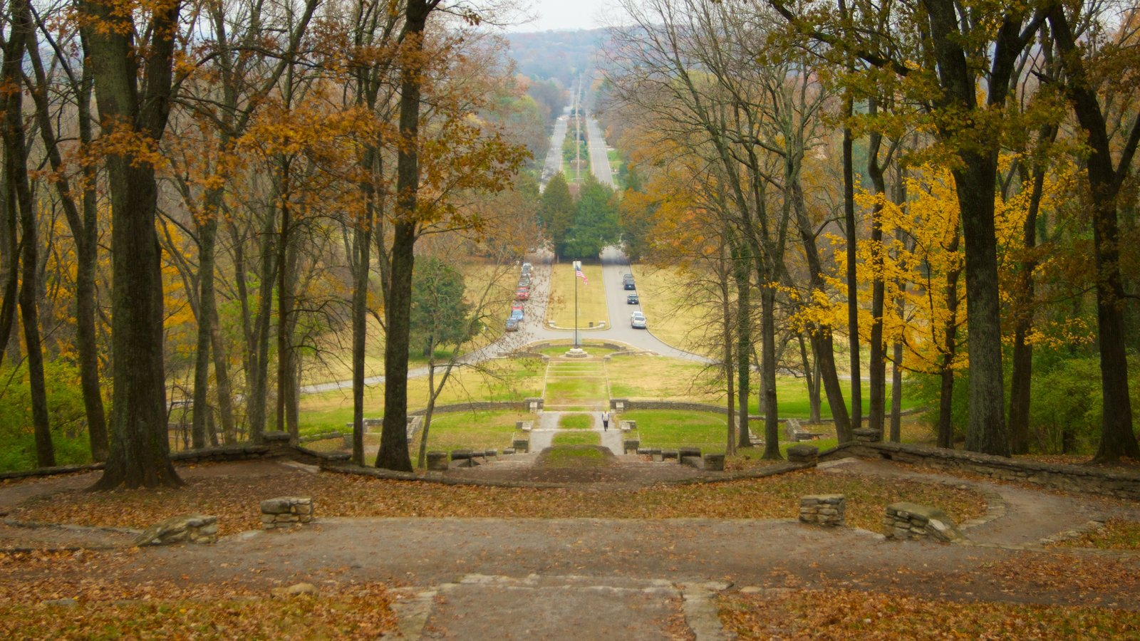 Edwin and Percy Warner Parks which includes landscape views, a garden and autumn leaves