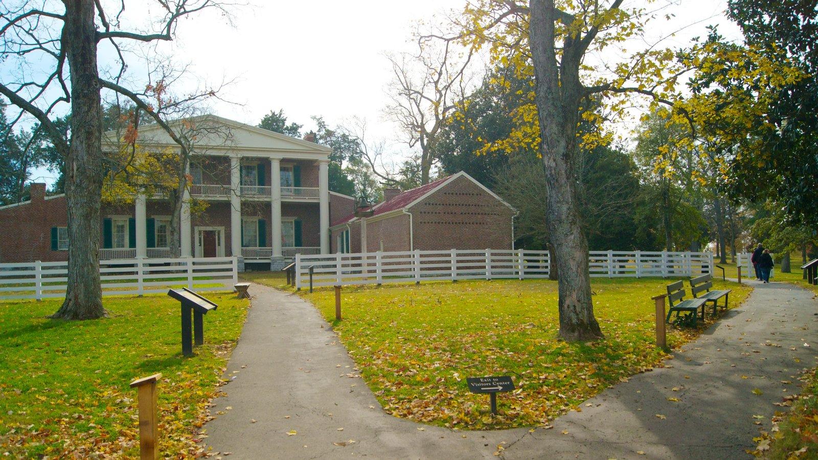 The Hermitage que incluye los colores del otoño, una casa y patrimonio de arquitectura