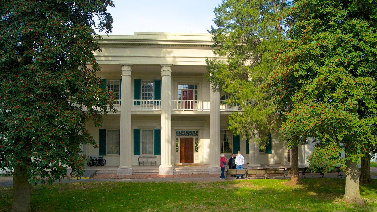 The Hermitage ofreciendo patrimonio de arquitectura y distrito financiero central