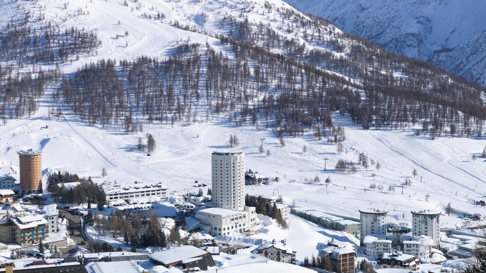 Sestriere featuring landscape views, snow and mountains
